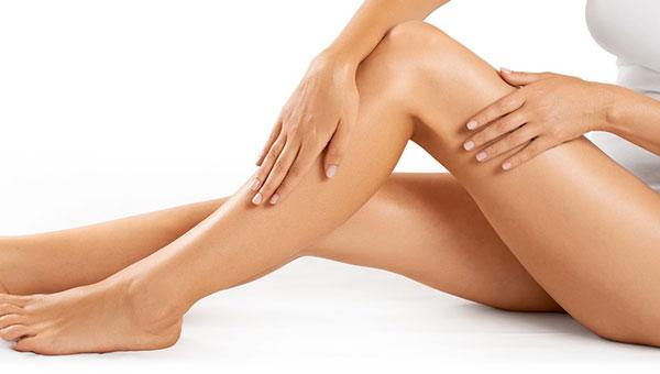 Glatte Beine durch dauerhafte Haarentfernung